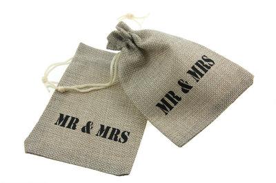 Jute zakjes mr & mrs 9.5 x 13.5 cm